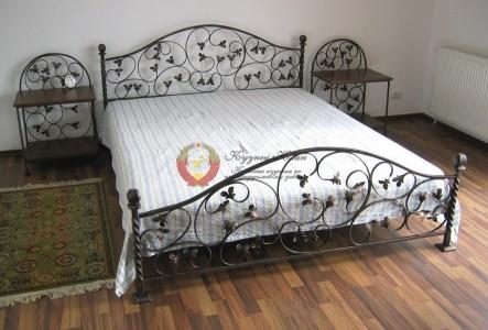 Кровати и зеркала с ковкой